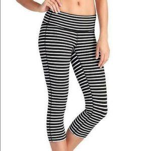Athleta M stripes chatarunga Capri legging 0674